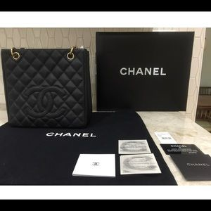 Auth CHANEL black cavier shopper shoulder bag!!